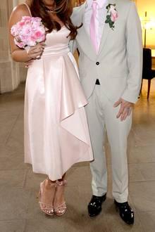 5. Mai 2017  Joey Heindle gibt seiner Justine Freundin Justine Dippl im Standesamt im Kölner Rathaus das Jawort. Dabei zeigt sich das Paar freudestrahlend und in farblich aufeinander abgestimmter Kleidung.