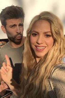 5. Mai 2017    Eine willkommene Abwechslung am Set von Shakiras Musikvideo, ihr Ehemann Gerard Piqué stattet ein Besuch ab, da ist die Freude groß.