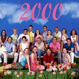 """Wir präsentieren: Die """"GZSZ-Class of Episode 2000"""". Mit dabei sind damals unter anderem Jeanette Biedermann, Rhea Harder, Rainer Meifert, Tim Sander und Stefanie Julia Möller."""
