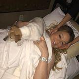 """Während Mariah Careys Beautybehandlung darf Hündchen """"Chacha"""" natürlich nicht fehlen."""