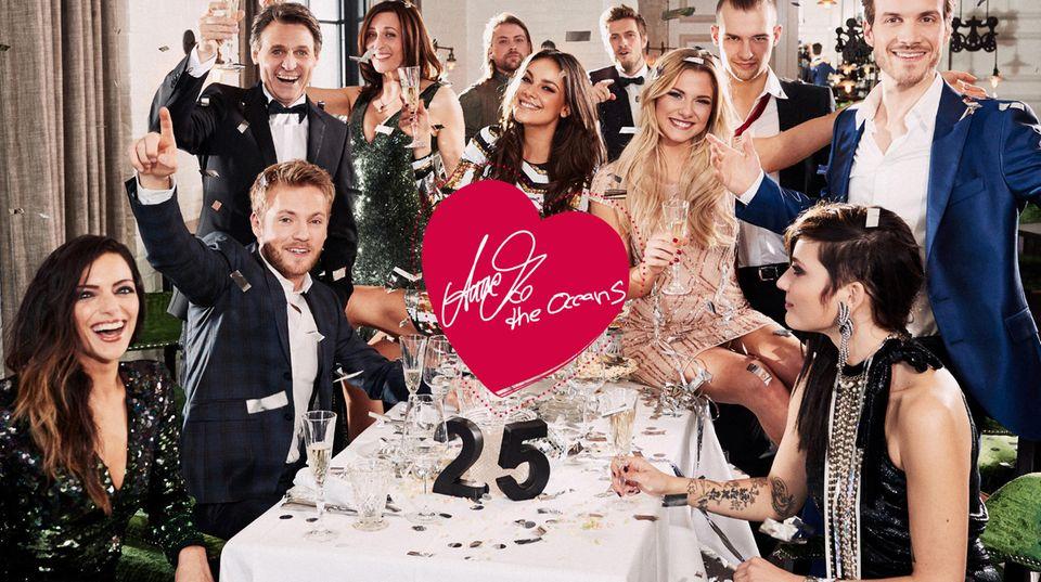 """Zum 25-jährigen Jubiläum wird besonders edel gefeiert. Bei der Party mischen sich die """"alten"""" GZSZ-Gesichter wie Wolfgang Bahro und Ulrike Frank mit den Young-Stars wie Thaddäus Meilinger."""