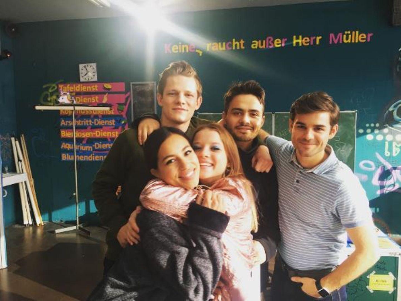 8. Mai 2017  Endlich sind unsere Lieblingsschüler wieder vereint! Max von der Groeben, Aram Arami, Lucas Reiber, Gizem Emre und Jella Haase bleiben uns auch im letzten Teil der Komödie erhalten. Zum Glück!