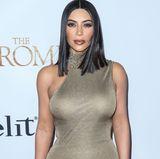 """Selbst auf dem roten Teppich verzichtet die 36-Jährige auf auffälligen Schmuck. In einem emotionalen TV-Interview sagt Kim Kardashian: """"Gewisse Dinge in deinem Leben passieren, um dir etwas beizubringen."""" Sie weiß spätestens seit dem Überfall, dass ihr materielle Dinge nichts mehr wert sind, sondern ihre Familie ihr am wichtigsten ist."""