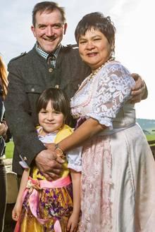 Bauer Josef, Ehefrau Narumol und die gemeinsame Tochter Jorafina