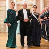 """Prof. Bernhard Mach hat nicht nur die Ehre Prinzessin Sofia zum königlichen Geburtstagsdinner zu begleiten, sondern auch Prinzessin Tatiana von Griechenland, die im waldgrünen Abendkleid und ihrer """"Antique Corsage""""-Tiara einfach hinreißend aussieht."""