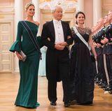 9. Mai 2017  Es gibt mehr Damen, die zu Tisch geleitet werden müssen als Herren. So übernimmt Bernhard Mach Prinzessin Tatiana und Prinzessin Sofia.