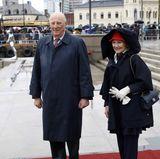 10. Mai 2017  König Harald braucht keinen Schirm, seine Frau Sonja offenbar auch nicht.