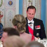 9. Mai 2017: Bankett im Schloss  Der Bart von Prinz Haakon muss im Laufe des Abends dran glauben!