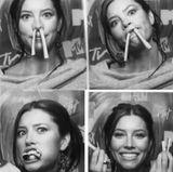 """9. Mai 2017  Die sonst so perfekte Jessica Biel zeigt sich auf diesen Fotos überraschend ausgelassen. """"Wenn sie Brotsticks in Nasengröße auf der Party servieren, glauben sie wirklich, dass ich das NICHT machen werde?"""" - postet die Schauspielerin scherzend dazu."""
