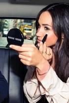 Viel Make-up benötigt Meghan Markle für ihren tollen Teint nicht. Eine ihrer wenigen Geheimwaffen: ein guter Concealer.