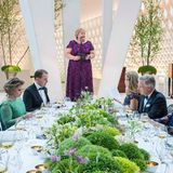 """10. Mai 2017  Ministerpräsidentin Erna Solberg lobte das Königspaar mit ihrer Rede: """"Von der Wärme, der Nähe und dem Humor, den Ihr miteinander und mit ganz Norwegen teilt, sollten sich viele anstecken lassen. """""""
