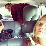 10. Mai 2017  Da ist was los in dem Wagen: Toni Garrn ist mit ihrer Mutter und ihrem Management unterwegs. Mama Garrn braucht was alkoholisches für den Magen. Die Kollegin sucht was im Kofferraum und Toni macht ein Foto und nennt es Teamspirit.