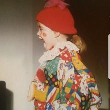 Hätten Sie sie erkannt? Hinter dem kleinen Clown verbirgt sich GZSZ-Darstellerin Anne Menden