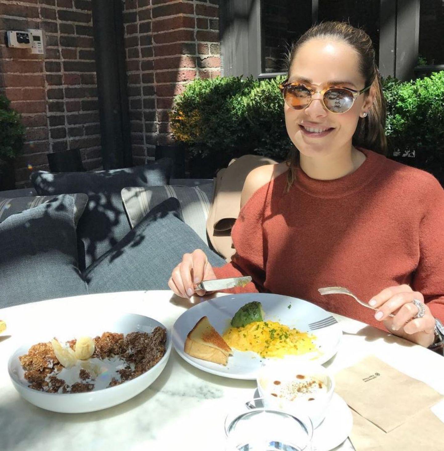 """""""Immer am Eier und Avokado essen. So lecker und so gesund!"""" - postet Ana Ivanovic."""