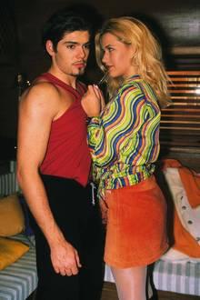 Zu der Zeit hat man das so getragen. Heute geht das mehr als Kostüm durch - bei der Farbkombination. Aber das war doch so in den 90er-Jahren.