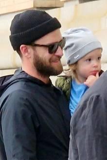 11. Mai 2017  Justin Timberlake ist mit Silas im Partnerlook in New York unterwegs. Beide tragen eine coole Beanie-Mütze.