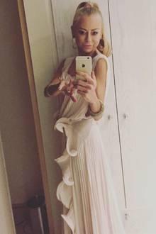 """Auf ihrem Instagram-Account postet Jenny Elvers ebenfalls ihr Outfit. Die Reaktionen der Fans sind eindeutig: """"Du bist ganz offensichtlich zu mager. Take care of yourself!"""""""