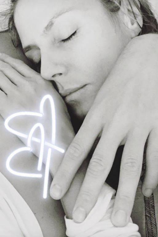 11. Mai 2017  Heidi Klum kuschelt sich an Vitos Brust. Ihr Gesichtsausdruck strahlt Ruhe und Geborgenheit aus - der Beweis, dass es bei diesem Traumpaar einfach super läuft.