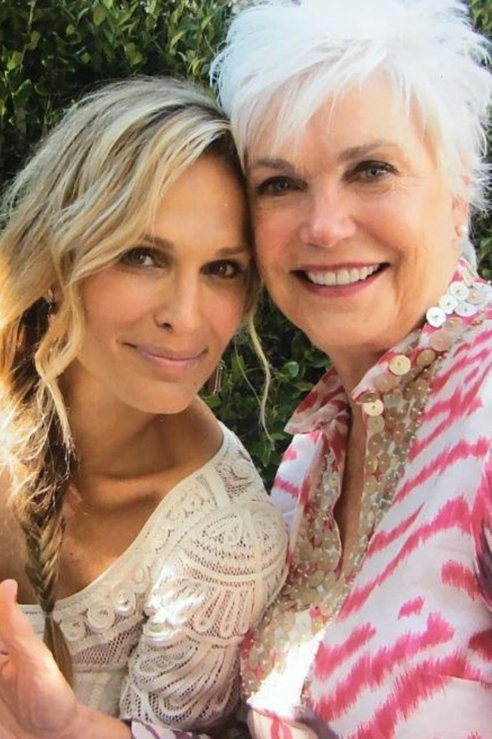 Molly Sims möchte am Muttertag ihre größte Unterstützerin und Beraterin ehren, ihre Mama.
