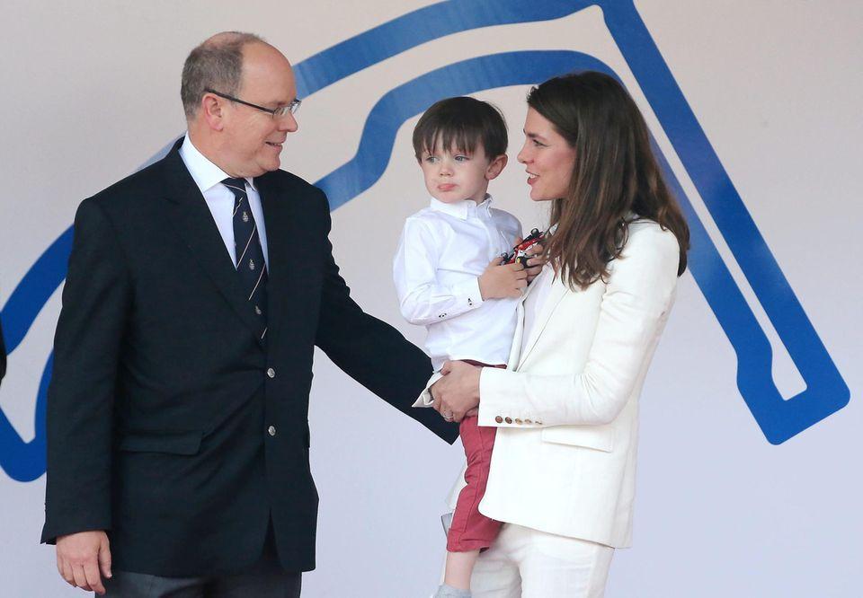 Fürst Albert mit seiner Nichte Charlotte Casiraghi und deren Sohn Rapahel am 13. Mai 2017 bei einem Rennen der Formel E in Monaco