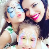 Bei Supermodel Adriana Lima vergisst man meist, dass auch sie Mama ist. Doch guckt man sich erst einmal ihren Instagram-Account an, entdeckt man ganz schnell ihre zwei Töchter, Valentina und Sierra.