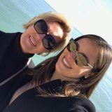 Zwischen Ana Ivanovic und ihrer Mama stimmt die Harmonie allemal. Nur in Sachen Sonnenbrillen-Style scheinen sie sich nicht ganz einig zu sein. Während Ana auf den lässigen Wayfarer-Look setzt, greift ihre Mutter zu einem Modell à la Hollywood-Diva. Ausgezeichnet sehen beide dennoch aus.