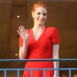 Die 70. Filmfestspiele von Cannes können beginnen: Jury-Mitglied Jessica Chastain winkt bei ihrer Ankunft den Fotografen.
