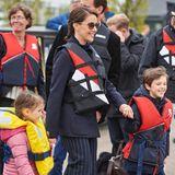 17. Mai 2017  Prinzessin Marie (und Prinz Joachim) gehen mit ihren Kindern Athena und Henrik auf einen Segeltörn. Die Schwimmwesten sitzen schon, es kann also losgehen!