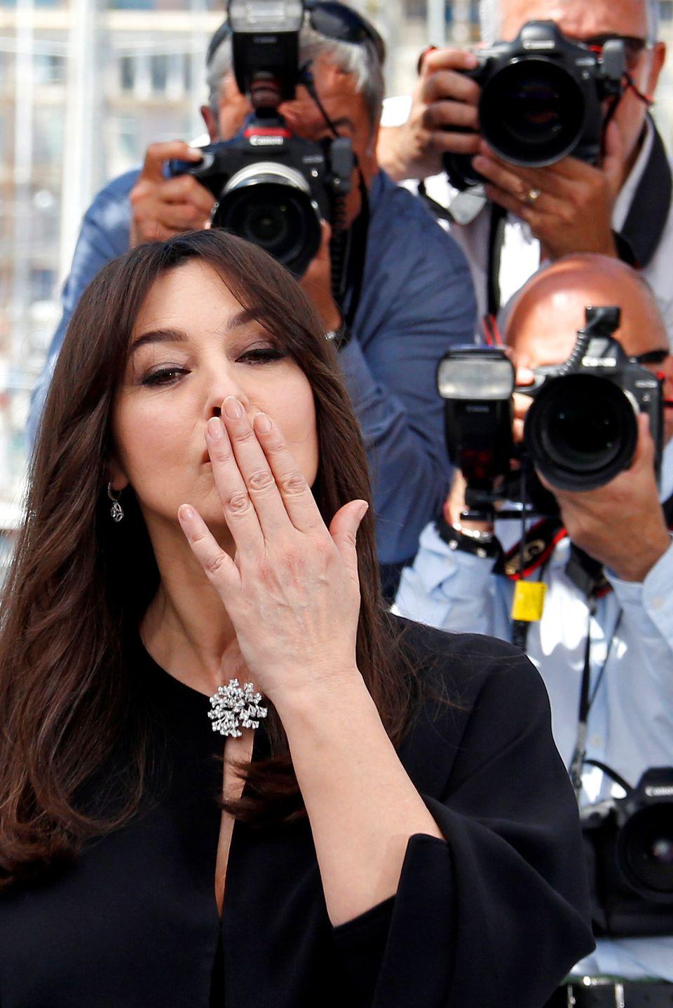 Von der bezaubernden Monica Bellucci gibt es ein Küsschen.
