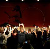 """Bei der """"Ismael's Ghosts""""-Pressekonferenz zücken die Journalisten ihre Handys und Kameras."""