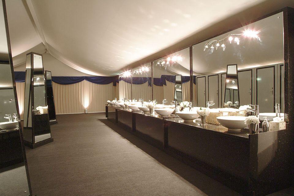 Dixi-Klo Deluxe: Die mobilen Toiletten bei Pippas Hochzeit können sich sehen lassen.