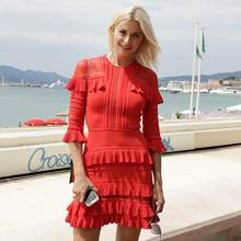 Sexy Lady in Red! Lena Gercke bezaubert bei einem Spaziergang an der Croisette in Cannes im sommerlichen, roten Volant-Kleid. Bei diesem Anblick sind wir ganz neugierig auf ihre anderen Filmfestival-Looks!
