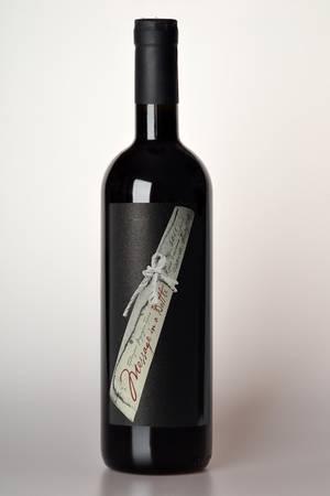 Stings italienische Rot- und Weißweine kosten zwischen 12 und 21,60 Euro pro Flasche (tesdorpf.de)
