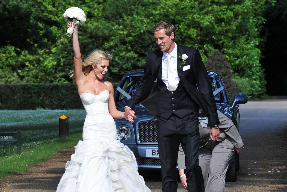 Abbey Clancey als Braut in einer Giles Deacon Kreation.