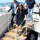 Wenig sommerlich, aber sehr elegant im schwarzen Dresszeigt sich Julianne Moore am L'Oréal-Beach in Cannes.