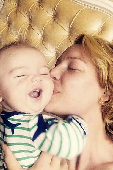 18. Mai 2017  Wer genießt hier mehr die Streicheleinheiten? Katherine Heigl wähnt sich im Himmel und freut sich über das freundliche Gemüt ihres Sohnes Joshua.