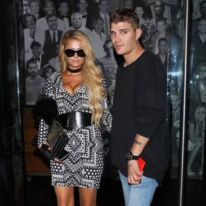 Paris Hilton hat sich zum Dinner mit ihrem Freund Chris Zylka bei ihrem Styling ganz besonders ins Zeug gelegt und ihre Brüste ordentlich gepusht. Den Trick, wie sie das gemacht hat, darf uns die Blondine gerne mal verraten.