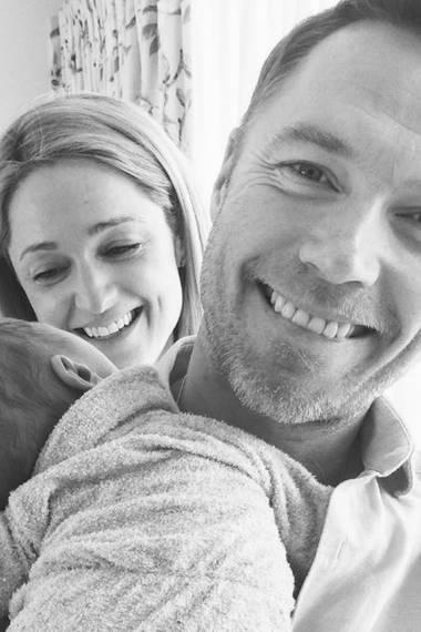 18. Mai 2017   Storm Keatings Definition von Glück passt auf dieses eine süße Foto: Ihr Ehemann Ronan Keating und Söhnchen Cooper.