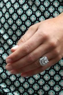 Der Verlobungsring  Pippa Middleton erhielt von ihrem Liebsten, dem Hedgefonds-Manager James Matthews, einen wunderschönen Verlobungsring im Art-Deco-Stil. Geschätzter Preis: 290.000 Euro.