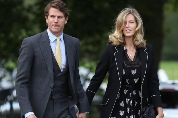 Olivia Hunt kommt mit ihrem Ehemann Nicholas Wilkinson. Olivia war die erste feste Freundin von Prinz William an der Uni.