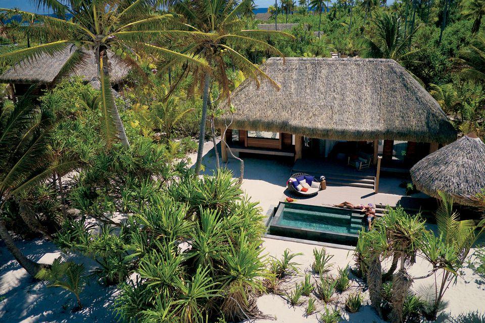 In einer ähnlichen Strand-Villa werden die beiden ihr Liebesglück genießen.