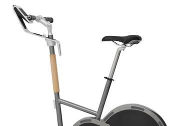 """Der Tritt in die Pedale wird jetzt noch effektiver, stylischer - und bequemer. Fahrradergometer """"SFE-012 Black Edition"""" von Stil-Fit, ca. 2800 Euro"""