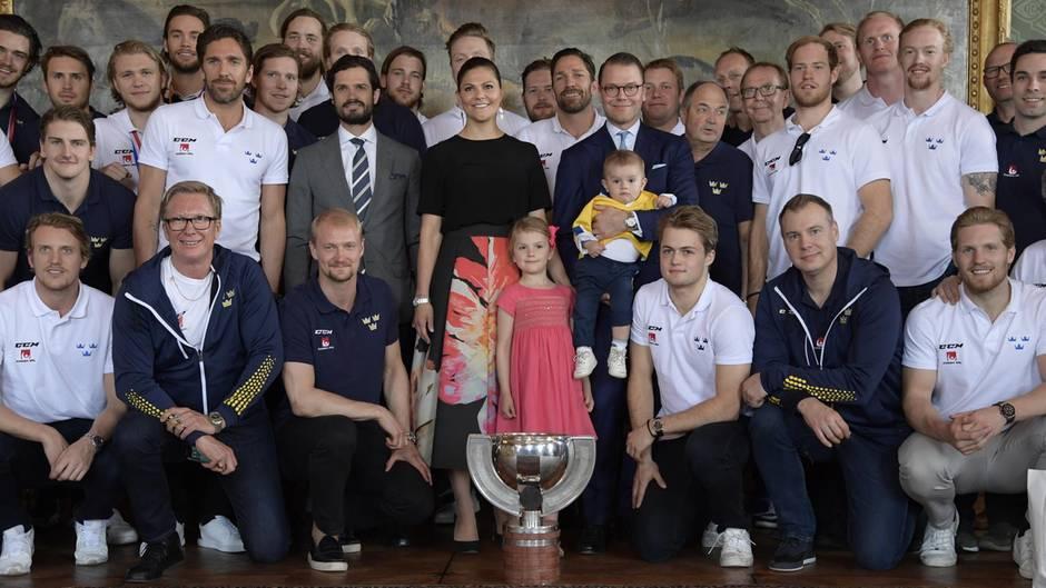 Kronprinzessin Victoria von Schweden, Ehemann Prinz Daniel, ihre Kinder Prinzessin Estelle und Prinz Oscar und Victorias Bruder Prinz Carl Philip