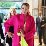 """Jetzt knallt's aber richtig! Für ihren Besuch der """"American Ballet Theater Spring Gala"""" hat sich Blake Lively für eine Farbexplosion in Pink und Neongelb entscheiden."""