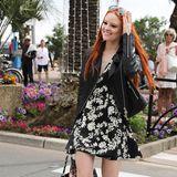 Der florale Schwarz-Weiß-Look steht Barbara Meier mit ihren leuchtend roten Haaren hervorragend.