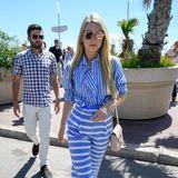 Diesen maritimen Wow-Look präsentiert Lottie Moss bei ihrem Besuch am Martinez Beach in Cannes.