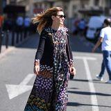 Clotilde Coureau lässt sich im entspannten Hippie-Look den warmen Sommerwind durch die Haare wehen.