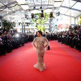 Eva Longoria genießt es auf dem Red Carpet im Mittelpunkt zu stehen.