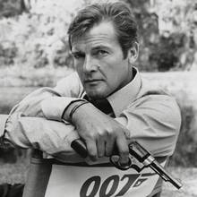 Roger Moore (†)