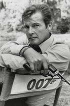 23. Mai 2017: Roger Moore (89 Jahre)   Traurige Nachricht für alle Hollywood-Fans: Roger Moore ist mit 89 Jahren gestorben. Das gab seine Familie per Twitter bekannt. Der Bond-Darsteller erlag seinem Krebsleiden.